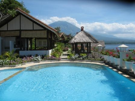 Kembali Beach Bungalows Pool